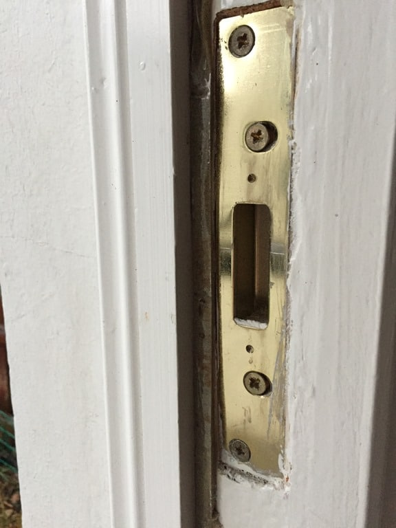 Dead bolt strike plate in door frame & 6 Common Questions Answered on Deadbolt Strike Plates for Home Doors ...